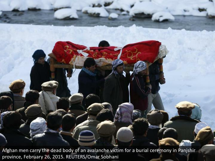 Afghan men carry the dead body of an avalanche victim for a burial ceremony in Panjshir province, February 26, 2015. REUTERS/Omar Sobhani