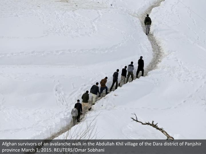 Afghan survivors of an avalanche walk in the Abdullah Khil village of the Dara district of Panjshir province March 1, 2015. REUTERS/Omar Sobhani