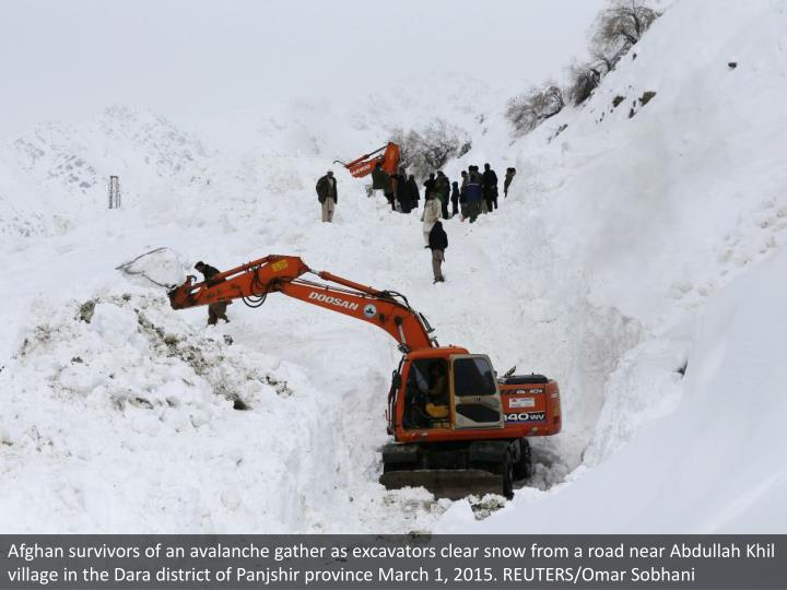 Afghan survivors of an avalanche gather as excavators clear snow from a road near Abdullah Khil village in the Dara district of Panjshir province March 1, 2015. REUTERS/Omar Sobhani