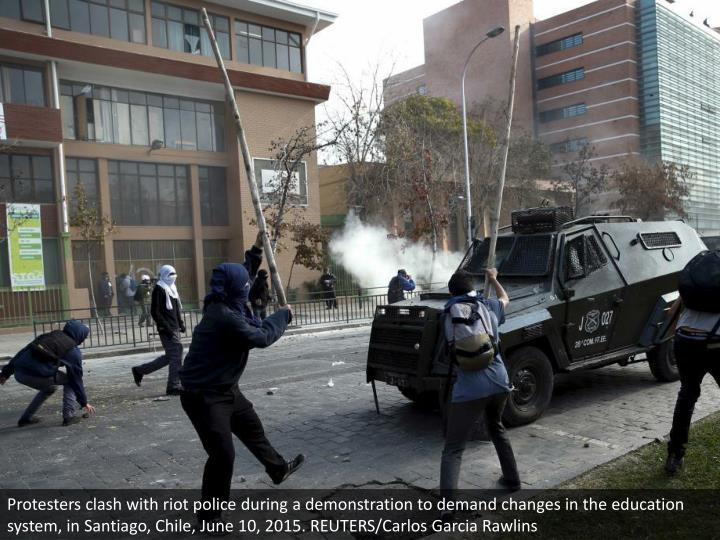 Protesters clash with riot police during a demonstration to demand changes in the education system, in Santiago, Chile, June 10, 2015. REUTERS/Carlos Garcia Rawlins