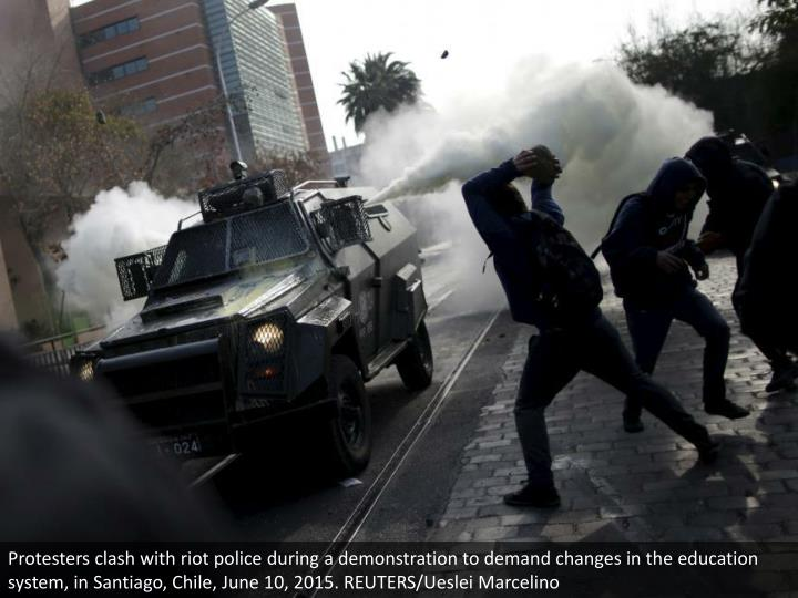 Protesters clash with riot police during a demonstration to demand changes in the education system, in Santiago, Chile, June 10, 2015. REUTERS/Ueslei Marcelino