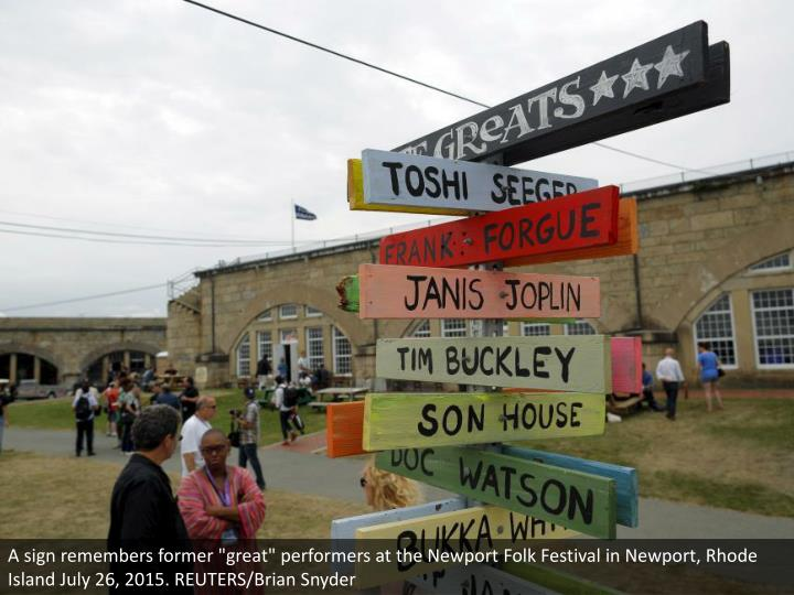 """A sign remembers former """"great"""" performers at the Newport Folk Festival in Newport, Rhode Island July 26, 2015. REUTERS/Brian Snyder"""