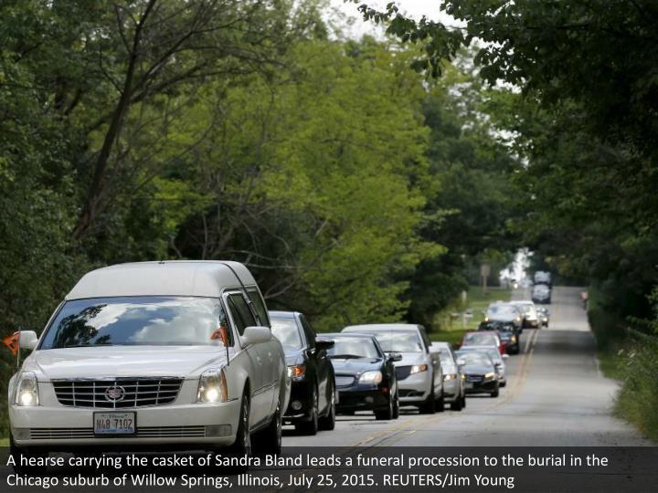 A hearse carrying the casket of Sandra Bland leads a funeral procession to the burial in the Chicago suburb of Willow Springs, Illinois, July 25, 2015. REUTERS/Jim Young