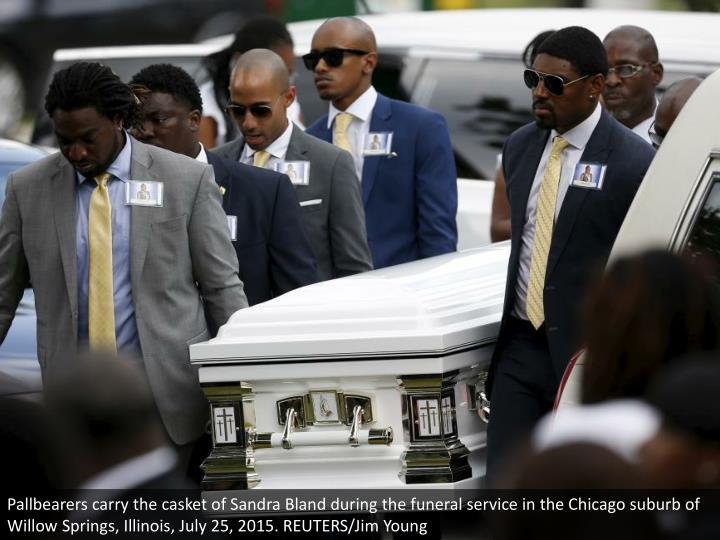 Pallbearers carry the casket of Sandra Bland during the funeral service in the Chicago suburb of Willow Springs, Illinois, July 25, 2015. REUTERS/Jim Young