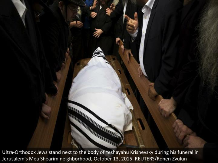 Ultra-Orthodox Jews stand next to the body of Yeshayahu Krishevsky during his funeral in Jerusalem's Mea Shearim neighborhood, October 13, 2015. REUTERS/Ronen Zvulun