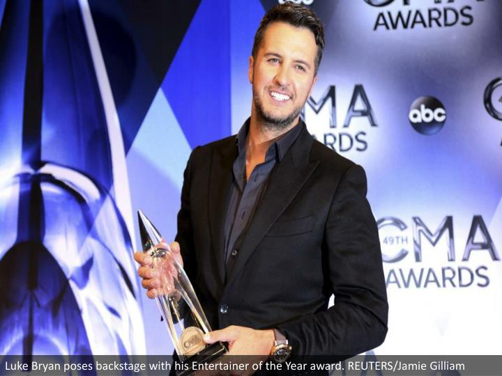 Luke Bryan poses backstage with his Entertainer of the Year award. REUTERS/Jamie Gilliam