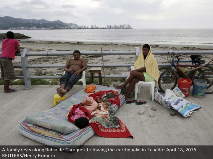 A family rests along Bahia de Caraquez following the earthquake in Ecuador April 18, 2016. REUTERS/Henry Romero