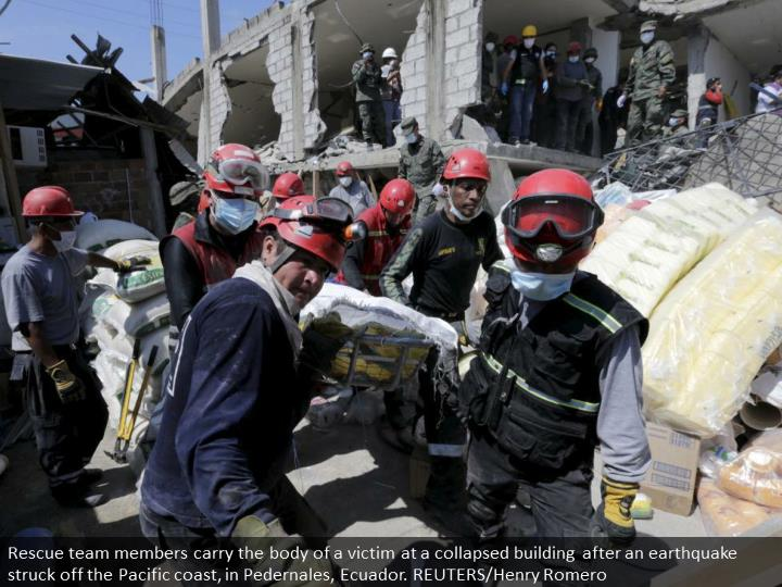Rescue team members carry the body of a victim at a collapsed building after an earthquake struck off the Pacific coast, in Pedernales, Ecuador. REUTERS/Henry Romero