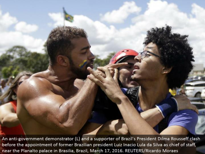 An hostile to government demonstrator (L) and a supporter of Brazil's President Dilma Rousseff conflict before the arrangement of previous Brazilian president Luiz Inacio Lula da Silva as head of staff, close to the Planalto royal residence in Brasilia, Brazil, March 17, 2016. REUTERS/Ricardo Moraes