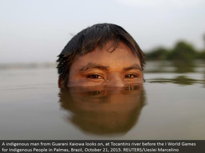 A indigenous man from Guarani Kaiowa looks on, at Tocantins waterway before the I World Games for Indigenous People in Palmas, Brazil, October 21, 2015. REUTERS/Ueslei Marcelino