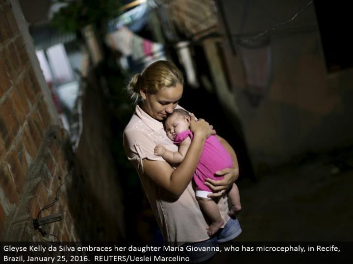 Gleyse Kelly da Silva grasps her girl Maria Giovanna, who has microcephaly, in Recife, Brazil, January 25, 2016. REUTERS/Ueslei Marcelino