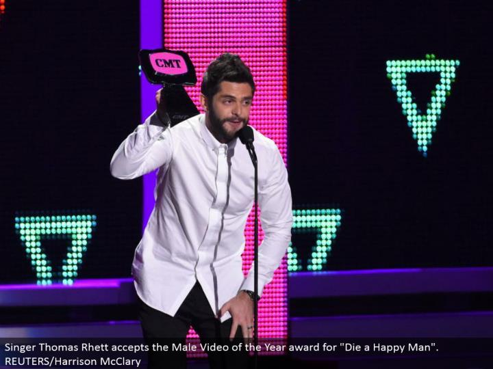 "Singer Thomas Rhett acknowledges the Male Video of the Year honor for ""Kick the bucket a Happy Man"". REUTERS/Harrison McClary"