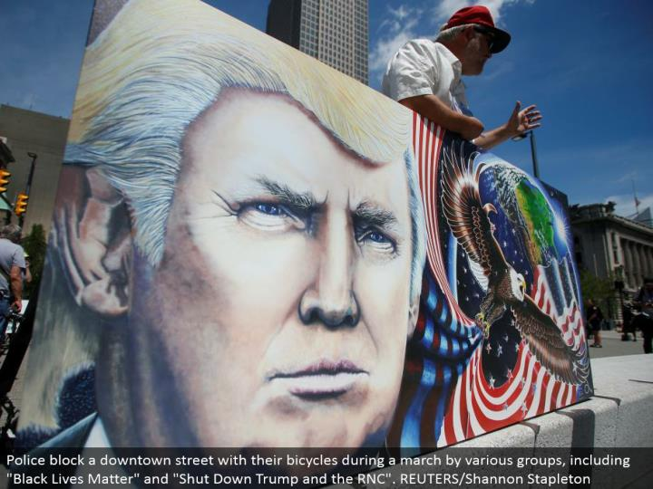 Julian Raven, a supporter of Donald Trump, holds his work of art at the Public Square in Cleveland. REUTERS/Jim Urquhart