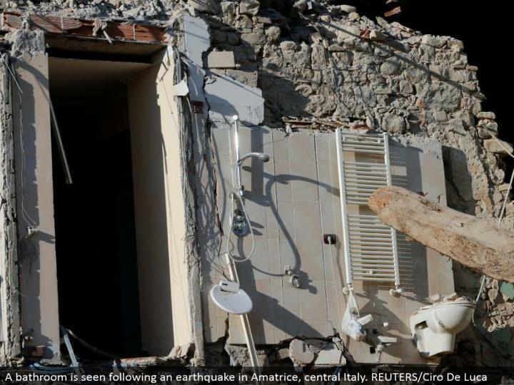 A restroom is seen taking after a tremor in Amatrice, central Italy. REUTERS/Ciro De Luca