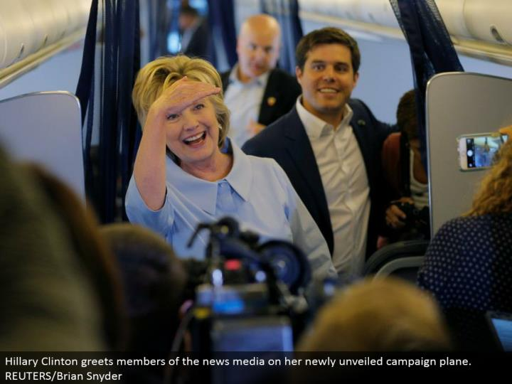 Hillary Clinton welcomes individuals from the news media on her recently revealed crusade plane. REUTERS/Brian Snyder