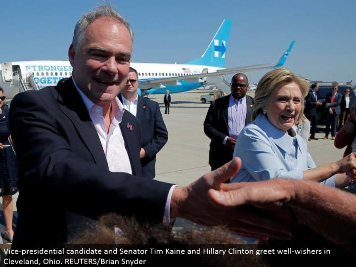 Vice-presidential competitor and Senator Tim Kaine and Hillary Clinton welcome well-wishers in Cleveland, Ohio. REUTERS/Brian Snyder