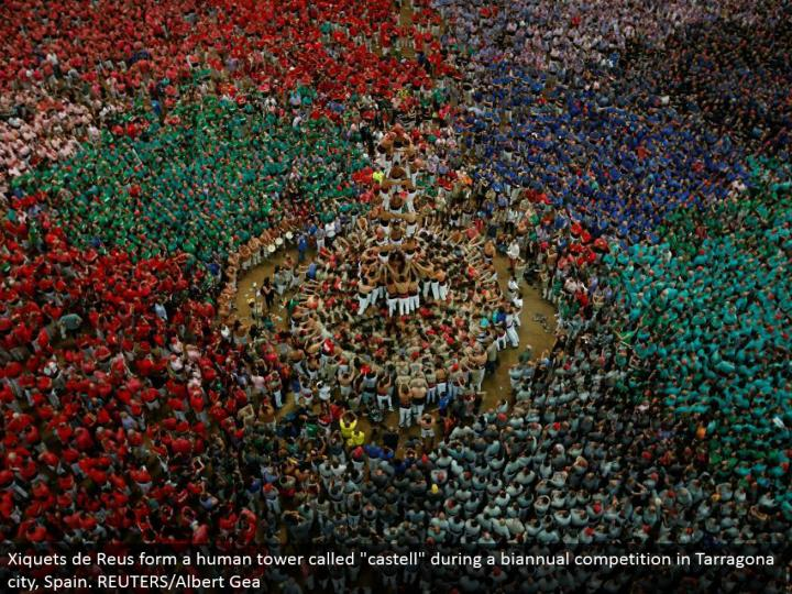 "Xiquets de Reus structure a human tower called ""castell"" amid a semiannual rivalry in Tarragona city, Spain. REUTERS/Albert Gea"