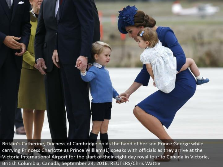 Britain's Catherine, Duchess of Cambridge holds the hand of her child Prince George while conveying Princess Charlotte as Prince William (L) talks with authorities as they touch base at the Victoria International Airport for the begin of their eight day illustrious visit to Canada in Victoria, British Columbia, Canada, September 24, 2016. REUTERS/Chris Wattie