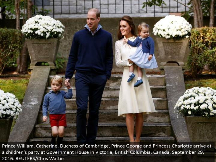 Prince William, Catherine, Duchess of Cambridge, Prince George and Princess Charlotte touch base at a youngsters' gathering at Government House in Victoria, British Columbia, Canada, September 29, 2016. REUTERS/Chris Wattie