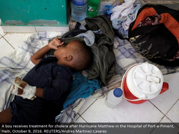 A kid gets treatment for cholera after Hurricane Matthew in the Hospital of Port-a-Piment, Haiti, October 9, 2016. REUTERS/Andres Martinez Casares