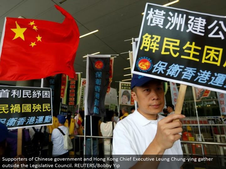 Supporters of Chinese government and Hong Kong Chief Executive Leung Chung-ying accumulate outside the Legislative Council. REUTERS/Bobby Yip