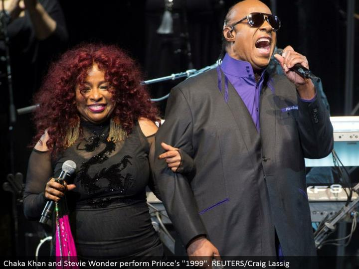 "Chaka Khan and Stevie Wonder play out Prince's ""1999"". REUTERS/Craig Lassig"