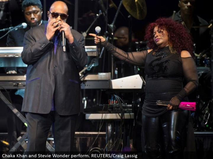 Chaka Khan and Stevie Wonder perform. REUTERS/Craig Lassig