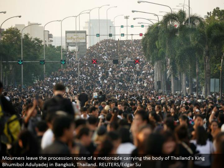 Mourners leave the parade course of a motorcade conveying the body of Thailand's King Bhumibol Adulyadej in Bangkok, Thailand. REUTERS/Edgar Su