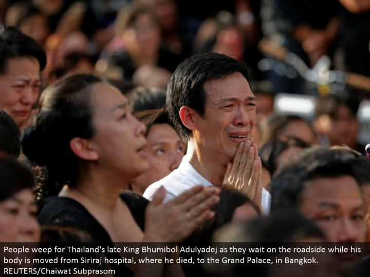 People sob for Thailand's late King Bhumibol Adulyadej as they attend to the roadside while his body is moved from Siriraj healing facility, where he passed on, to the Grand Palace, in Bangkok. REUTERS/Chaiwat Subprasom
