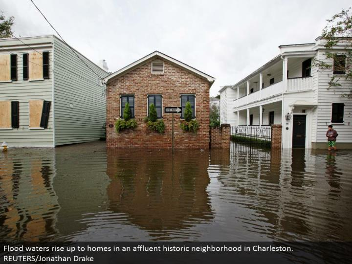 Flood waters ascend to homes in a wealthy noteworthy neighborhood in Charleston. REUTERS/Jonathan Drake