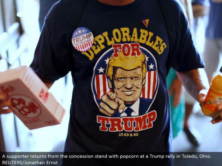 A supporter comes back from the snack bar with popcorn at a Trump rally in Toledo, Ohio.  REUTERS/Jonathan Ernst