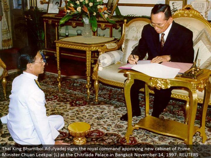 Thai King Bhumibol Adulyadej signs the regal summon supporting new bureau of Prime Minister Chuan Leekpai (L) at the Chitrlada Palace in Bangkok November 14, 1997. REUTERS