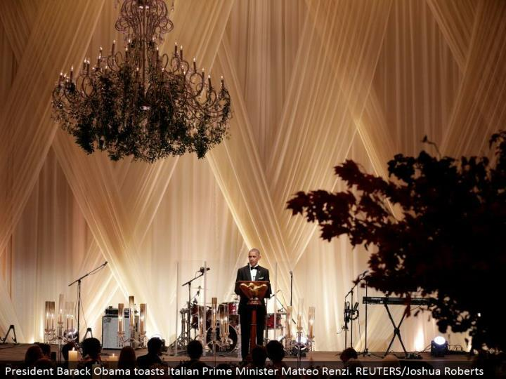 President Barack Obama toasts Italian Prime Minister Matteo Renzi. REUTERS/Joshua Roberts