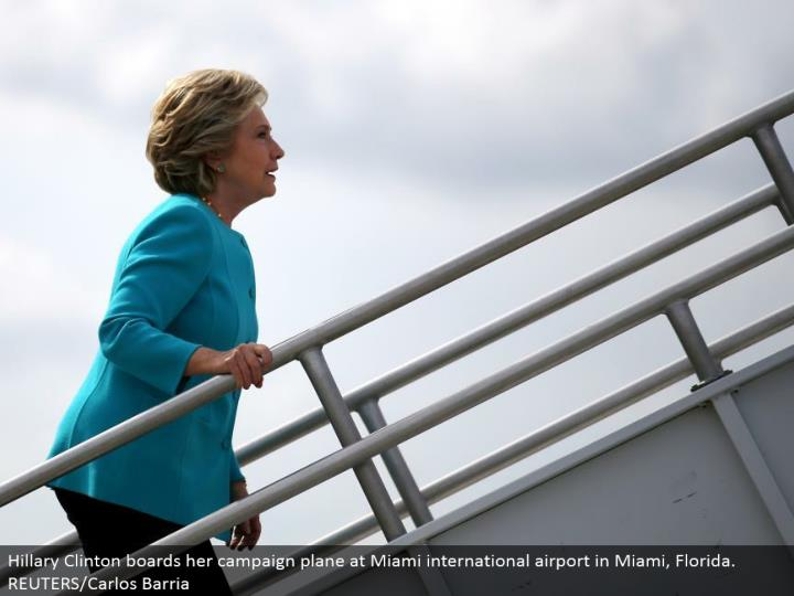 Hillary Clinton loads up her battle plane at Miami worldwide air terminal in Miami, Florida. REUTERS/Carlos Barria