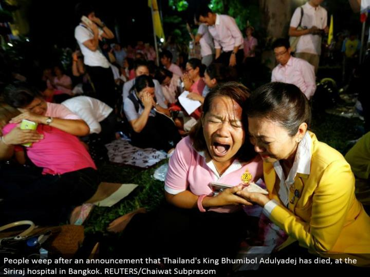 People sob after a declaration that Thailand's King Bhumibol Adulyadej has kicked the bucket, at the Siriraj healing center in Bangkok. REUTERS/Chaiwat Subprasom
