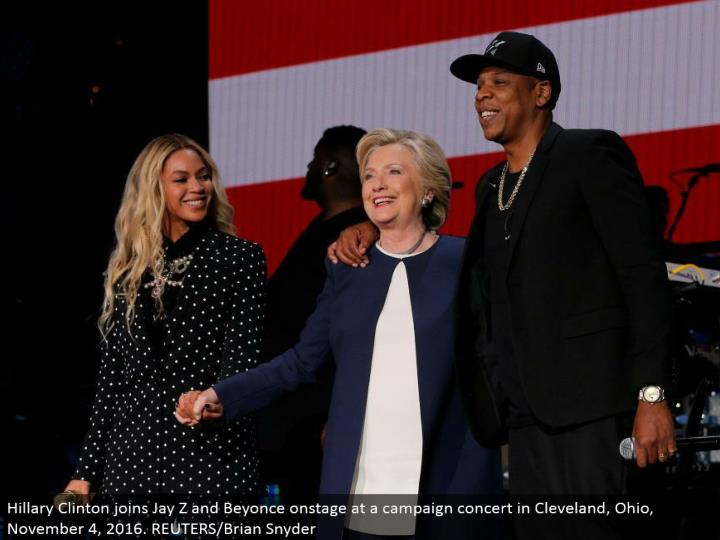 Hillary Clinton joins Jay Z and Beyonce in front of an audience at a crusade show in Cleveland, Ohio, November 4, 2016. REUTERS/Brian Snyder