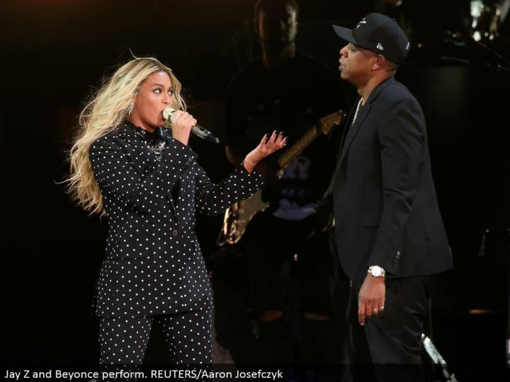 Jay Z and Beyonce perform. REUTERS/Aaron Josefczyk