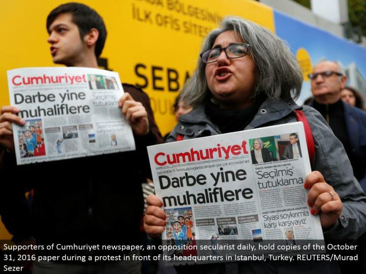 Supporters of Cumhuriyet daily paper, a resistance secularist day by day, hold duplicates of the October 31, 2016 paper amid a challenge before its base camp in Istanbul, Turkey. REUTERS/Murad Sezer