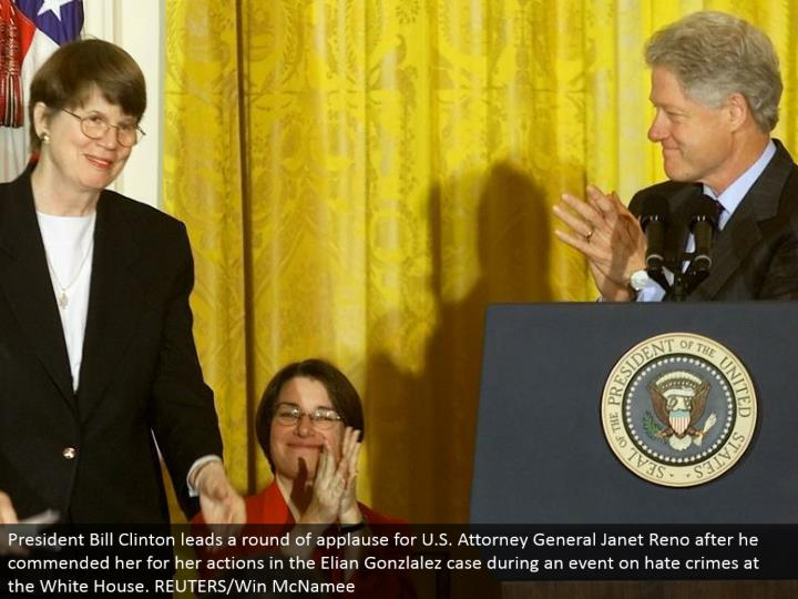President Bill Clinton drives a round of acclaim for U.S. Lawyer General Janet Reno after he complimented her for her activities in the Elian Gonzlalez case amid an occasion on detest violations at the White House. REUTERS/Win McNamee
