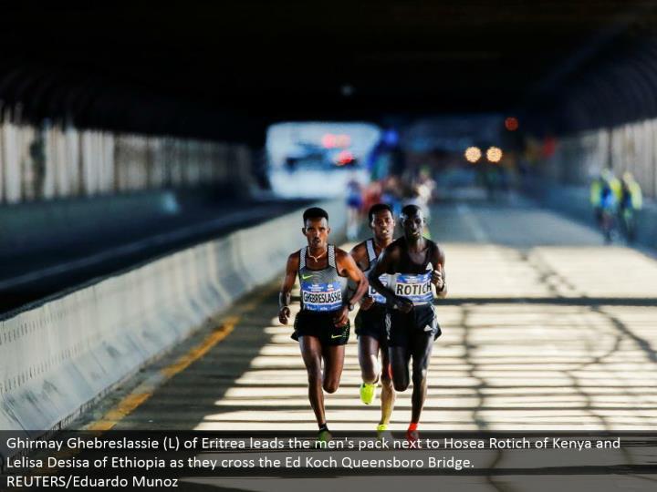 Ghirmay Ghebreslassie (L) of Eritrea leads the men's pack beside Hosea Rotich of Kenya and Lelisa Desisa of Ethiopia as they cross the Ed Koch Queensboro Bridge. REUTERS/Eduardo Munoz
