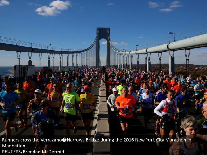 Runners cross the Verrazano�Narrows Bridge amid the 2016 New York City Marathon in Manhattan. REUTERS/Brendan McDermid