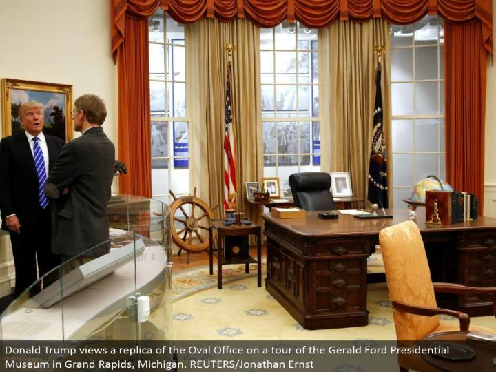Donald Trump sees a reproduction of the Oval Office on a voyage through the Gerald Ford Presidential Museum in Grand Rapids, Michigan. REUTERS/Jonathan Ernst