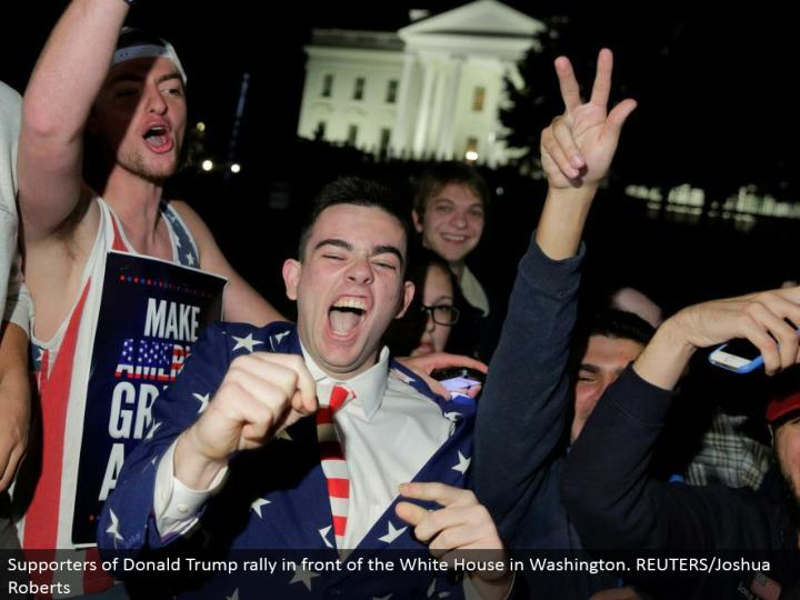 Supporters of Donald Trump rally before the White House in Washington. REUTERS/Joshua Roberts