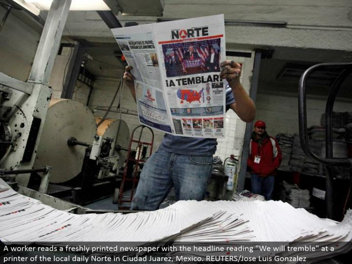 """A laborer peruses a newly printed daily paper with the feature understanding """"We will tremble"""" at a printer of the neighborhood every day Norte in Ciudad Juarez, Mexico. REUTERS/Jose Luis Gonzalez"""
