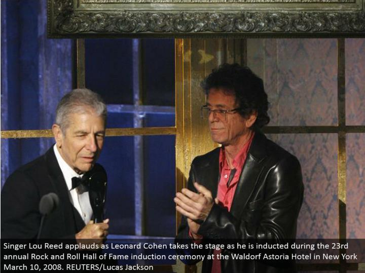 Singer Lou Reed praises as Leonard Cohen makes that big appearance as he is accepted amid the 23rd yearly Rock and Roll Hall of Fame enlistment service at the Waldorf Astoria Hotel in New York March 10, 2008. REUTERS/Lucas Jackson