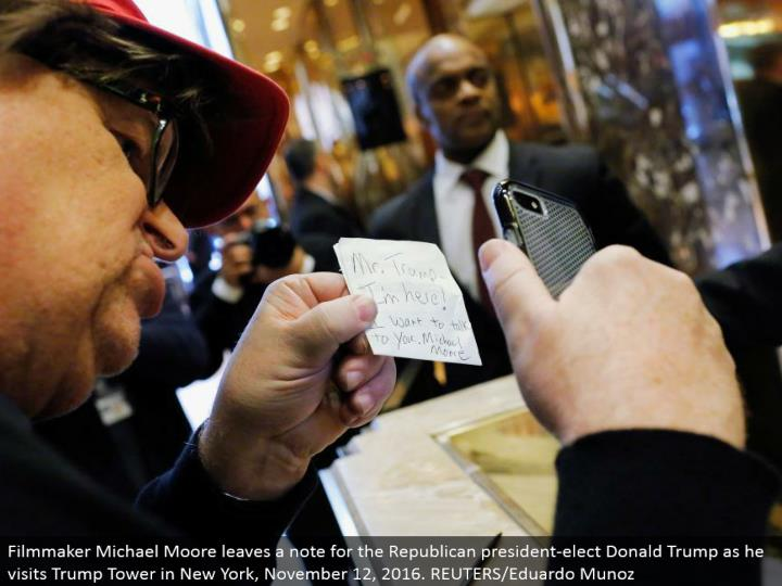 Filmmaker Michael Moore leaves a note for the Republican president-elect Donald Trump as he visits Trump Tower in New York, November 12, 2016. REUTERS/Eduardo Munoz