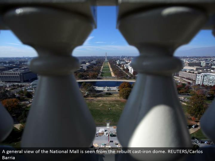 A general perspective of the National Mall is seen from the remade cast-press vault. REUTERS/Carlos Barria