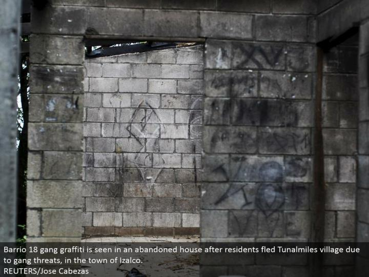 Barrio 18 pack spray painting is found in a relinquished house after occupants fled Tunalmiles town because of posse dangers, in the town of Izalco.  REUTERS/Jose Cabezas