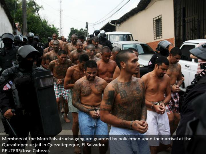 Members of the Mara Salvatrucha posse are monitored by policemen upon their landing in the Quezaltepeque imprison in Quezaltepeque, El Salvador. REUTERS/Jose Cabezas