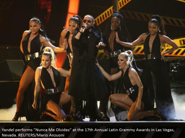 "Yandel performs ""Nunca Me Olvides"" at the seventeenth Annual Latin Grammy Awards in Las Vegas, Nevada. REUTERS/Mario Anzuoni"